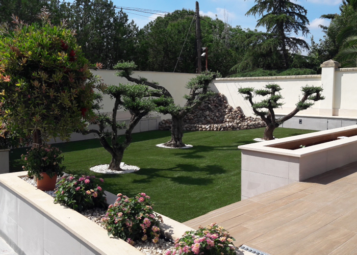 Adecuación paisajística de espacios exteriores en vivienda unifamiliar